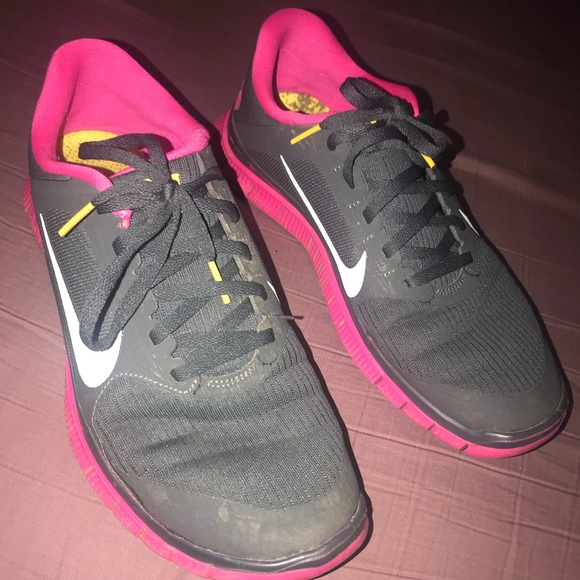Woman's nike 4.0 livestrong running shoes size 7.5 nice
